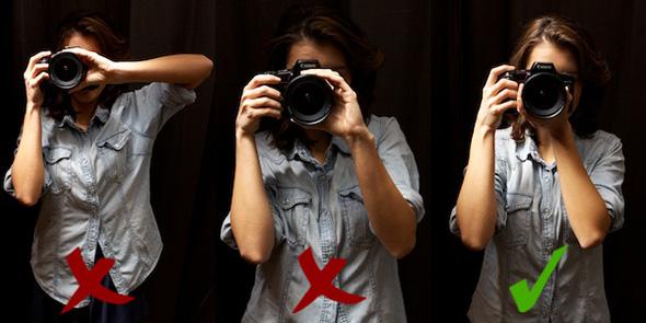 1 standing Como Segurar uma Câmera e Tirar Fotos Mais Precisas