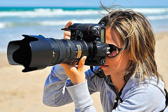 cameraWomanDSLR70200 Telefotos, pra que servem e como escolher