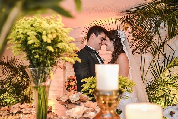 Noivos-se-olhando-Dicas-para-fotografar-casamentos