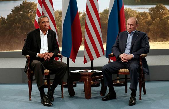 O presidente Barack Obama se reúne com o presidente russo, Vladimir Putin, durante a Cúpula do G8, em Lough Erne em Enniskillen, na Irlanda do Norte 17 de junho de 2013.