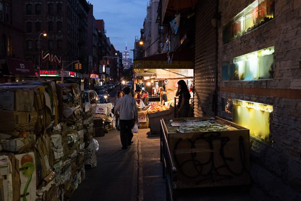 Chinatown à noite, NYC. As cores sutis, mas fortes e naturais.