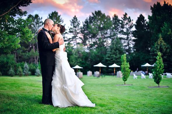 Bride and Groom Kissing 960x638 Aprenda a Técnica de Focar e Recompor