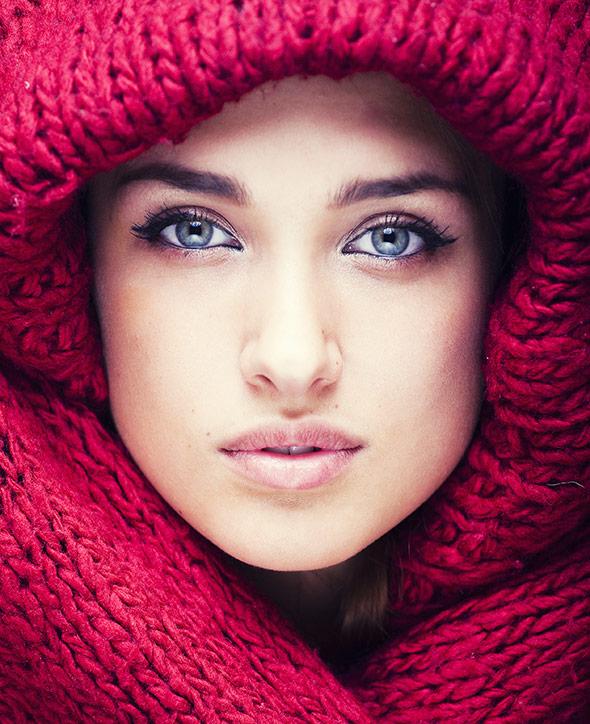 Mulher-Jovem-Lente-perfeita-para-retratos