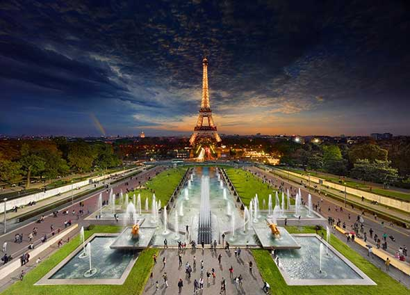 Eiffel Tower Paris Low A Passagem do Tempo Capturada em uma Única Foto