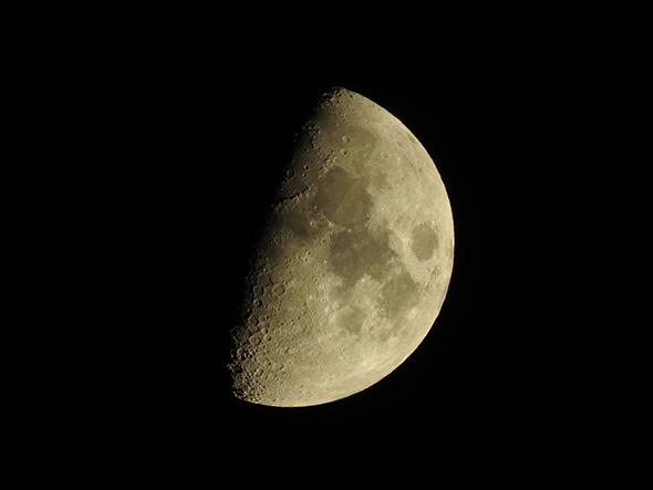 Lua Superzoom não é DSLR!