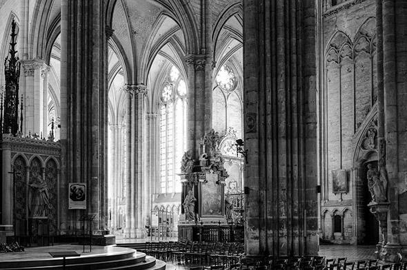 1 Amiens Cathedral 960x638 A Versatilidade das Lentes Prime